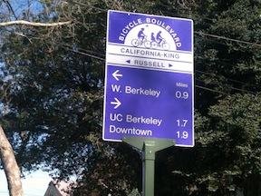 Berkeley_bike-boulevard-wayfinding