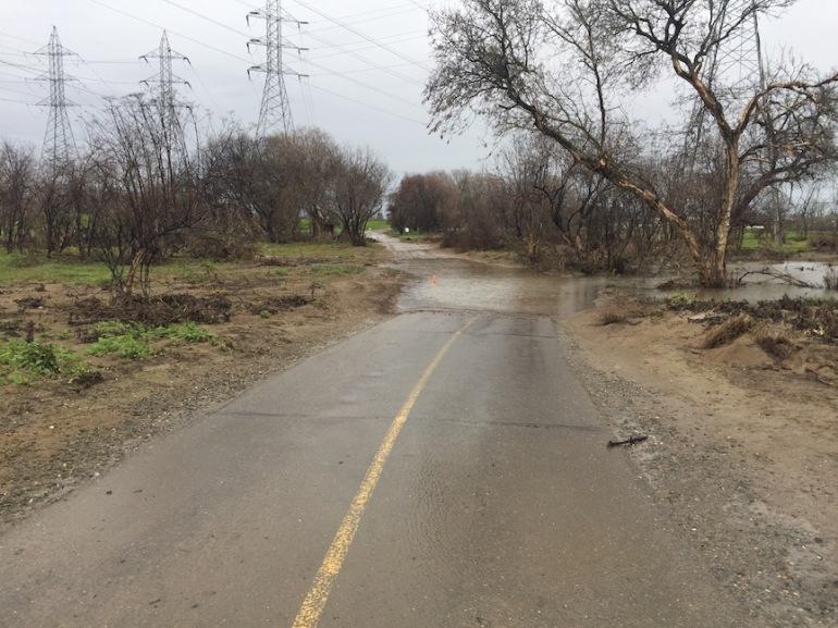 AmericanRiverParkway_powerline-dip-flooding