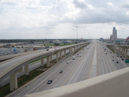 Katy Freeway (I-10) Texas; By Socrate76 - Own work, CC BY-SA 3.0, https://commons.wikimedia.org/w/index.php?curid=7444029